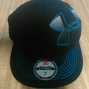 Under armour fitted baseball cap